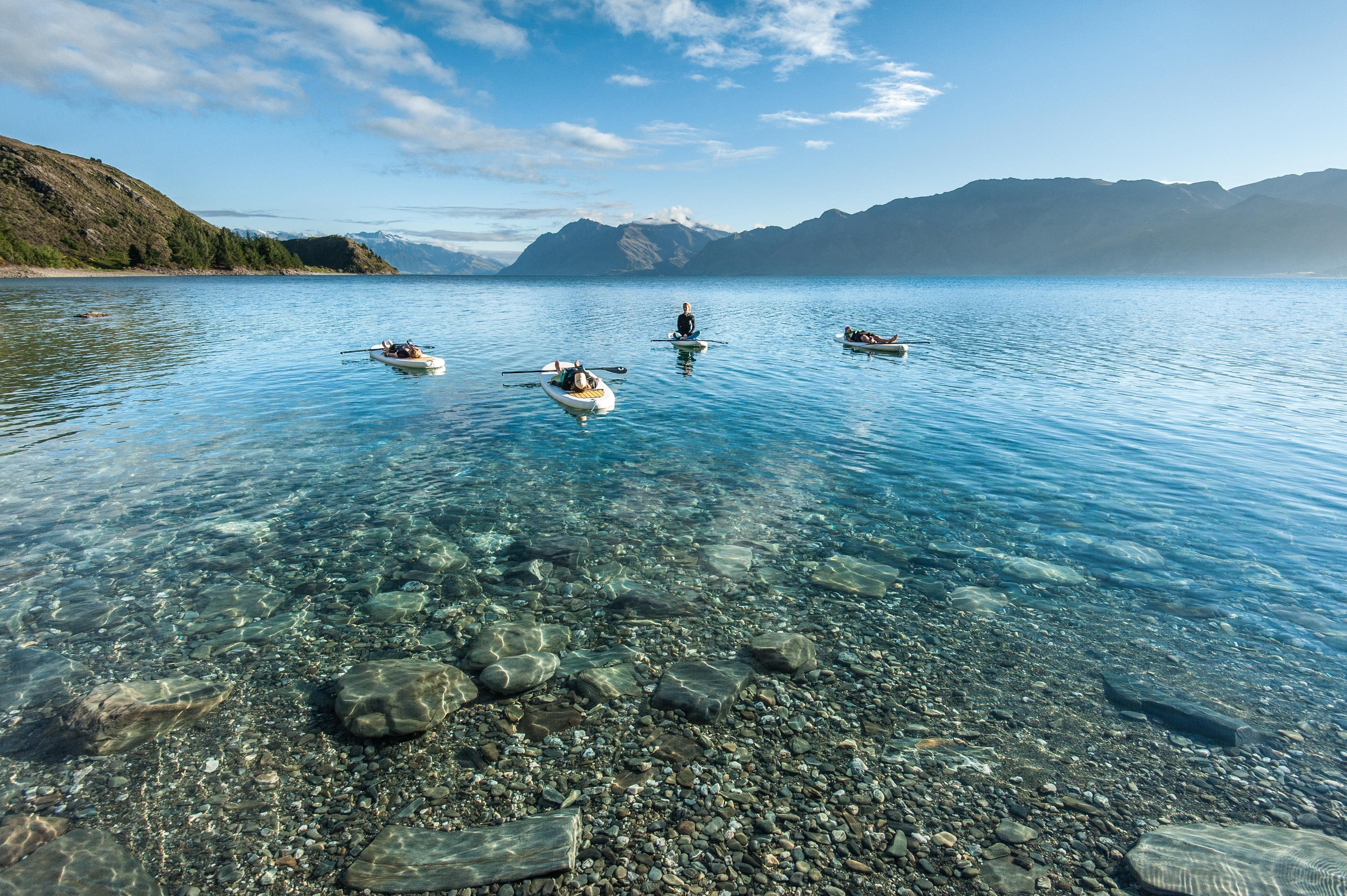 Disfrutando de la actividad en el lago Wanaka