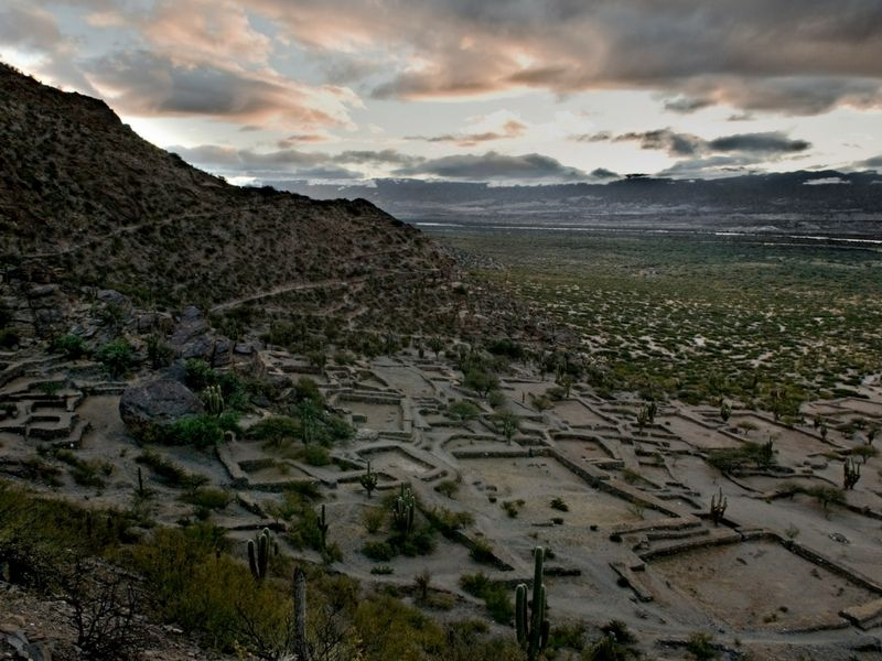 Tucumán y las Ruinas de los Quilmes.