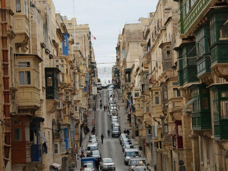 Una de las hermosas calles de la capital.