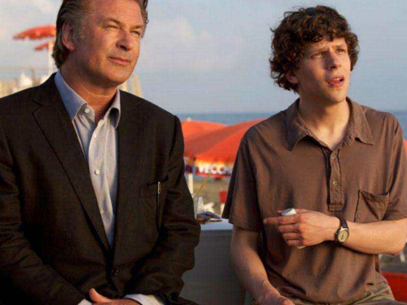 "Alec Baldwin y Jesse Eisenberg en ""A Roma con amor""."