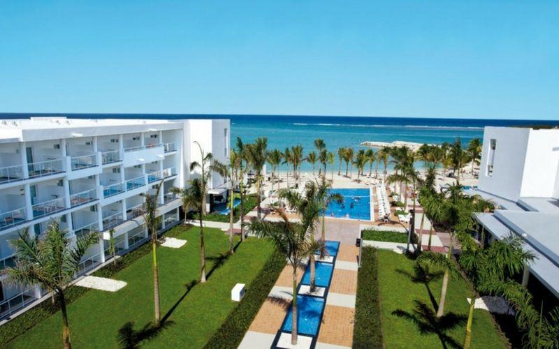 La oferta hotelera es amplia. La mayoría de los hoteles funcionan como todo incluido.