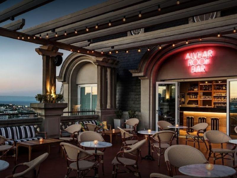 El Roof Bar del Hotel Alvear es un espacio de acceso libre para público general de martes a domingo.