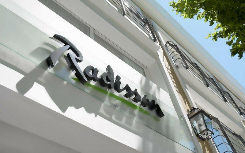 El Radisson Colonia del Sacramento es uno de los hoteles con la mejor ubicación del enclave.