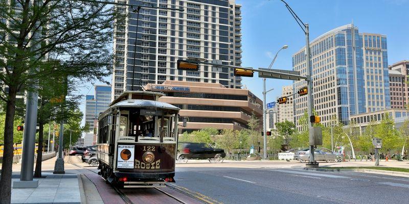 El McKinney Avenue Trolley circula todos los días