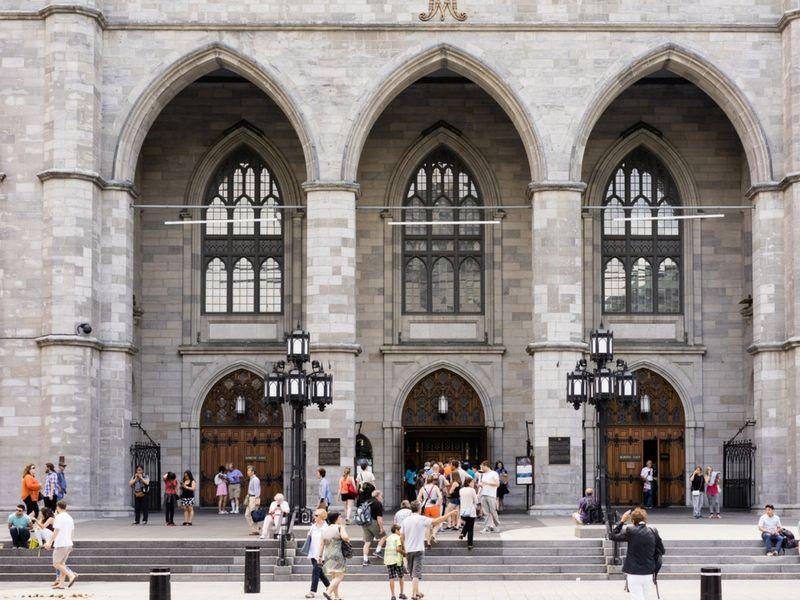La Basílica de Notre-Dame data de 1829. Es la primera iglesia gótica estilo renacentista construida en Canadá.