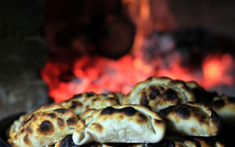 Las empanadas tucumanas son únicas. Por algo hay un concurso que elige a la mejor cocinera de este producto.