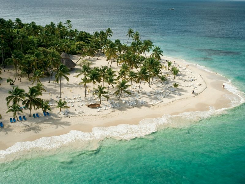 También hay playas paradisíacas. En este caso Cayo Levantado.