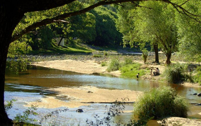 Descanso a la vera de un arroyo