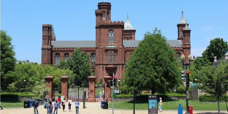 El Instituto Smithsoniano cuenta con un complejo de museos asociado.