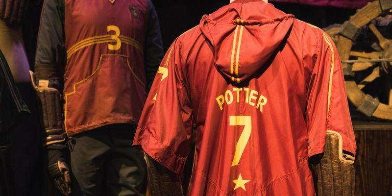 Varios de los trajes utilizados en los films se exponen en el estudio Warner.