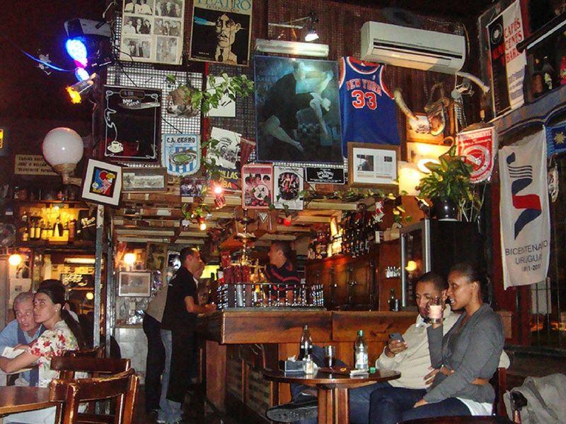 Los bares con historia también forman parte del paisaje citadino.