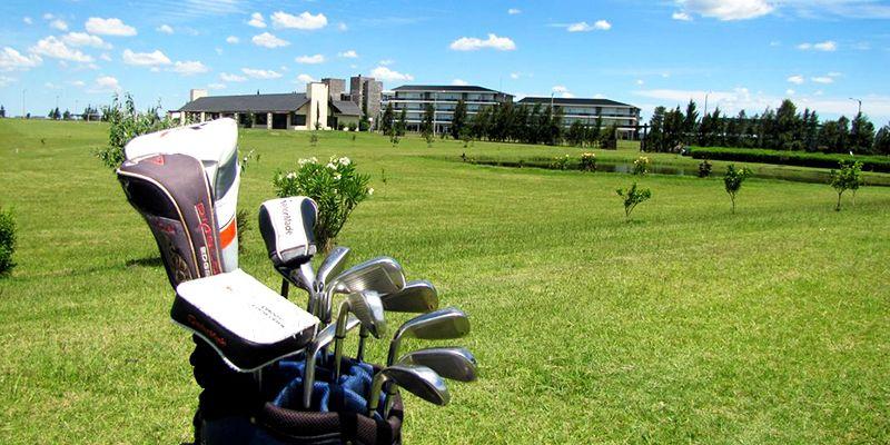 El golf es una de las actividades propuestas en el complejo.