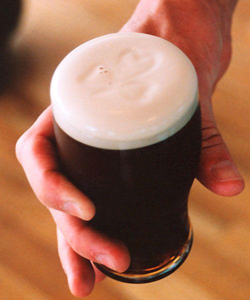 La cerveza Guiness forma parte del alma de Dublín.