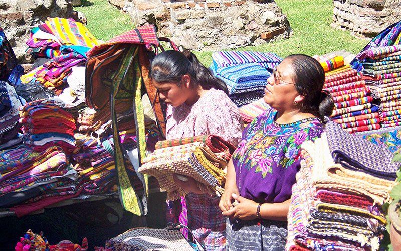 Uno de los aspectos más relevantes de Guatemala es que la cultura ancestral se percibe a cada paso.