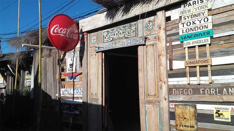 La Barra tiene varios puntos de ventas de artesanías locales