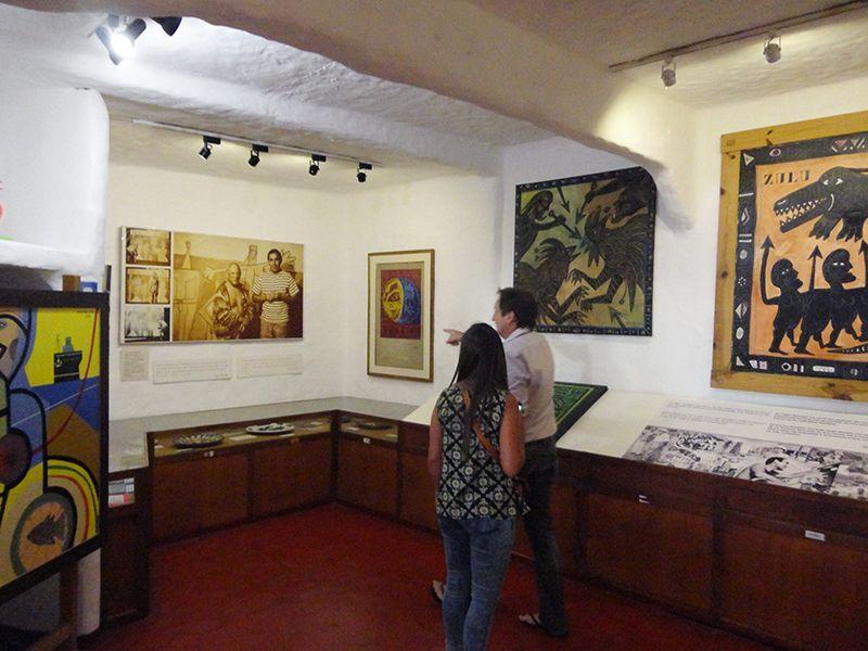 Los interiores de Casa Pueblo funcionan como galería de arte y taller.