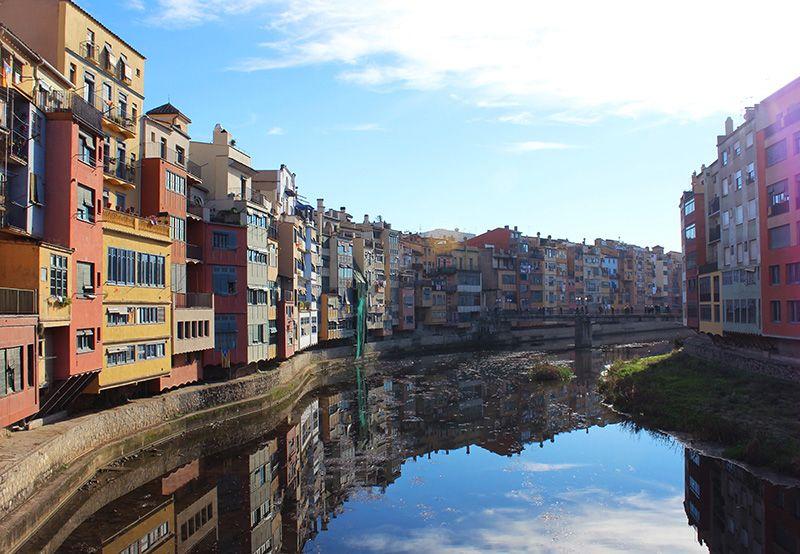 Típica postal de Girona