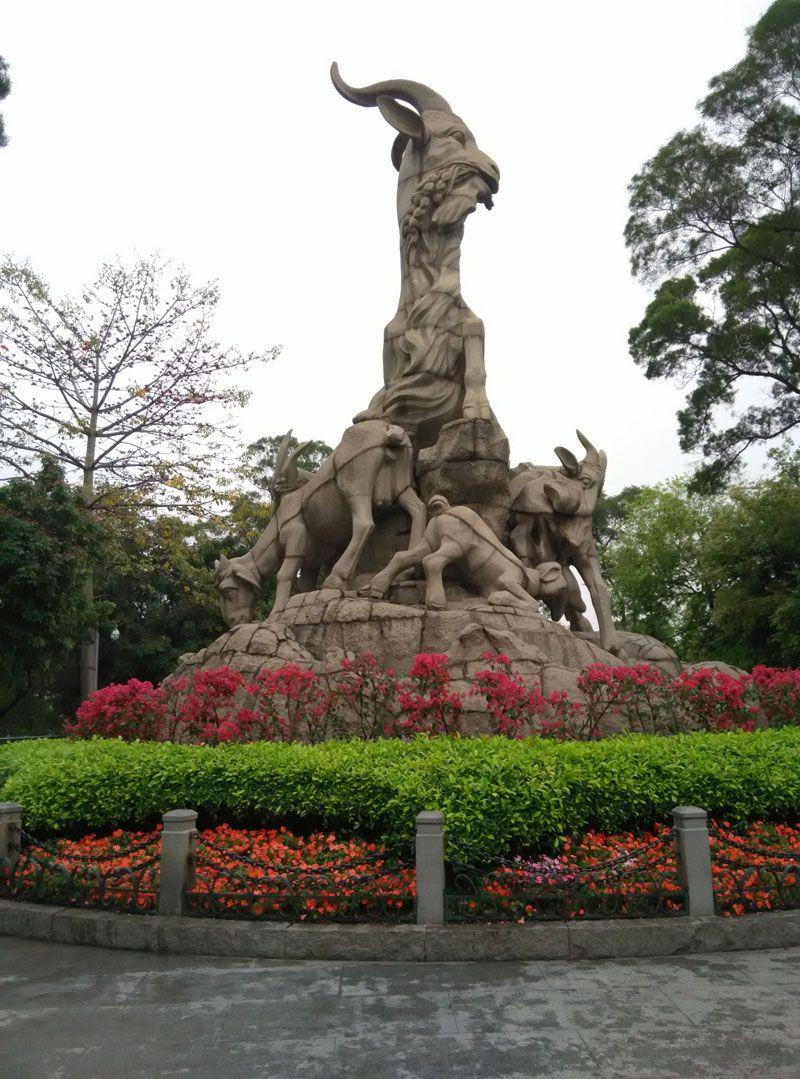 En el Parque Yuexiu se puede ver la escultura de las cinco cabras.