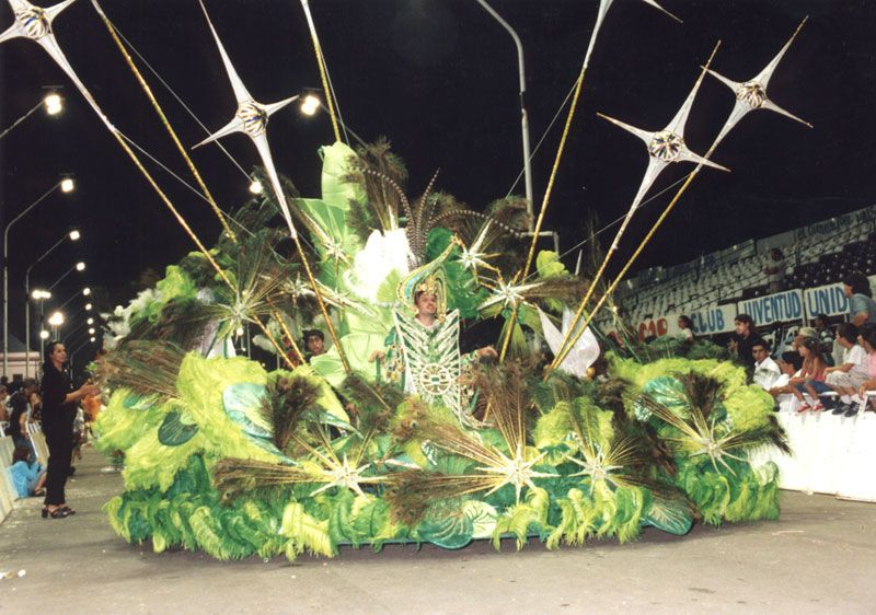 Los atuendos demuestran el trabajo que invierte la gente para que el carnaval de Gualeguaychú sea un gran show.