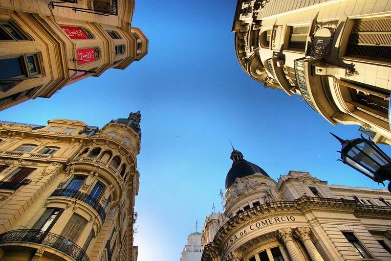 La arquitectura es uno de los ejes fundamentales de la historia de la ciudad y atrae el interés de turistas y locales.