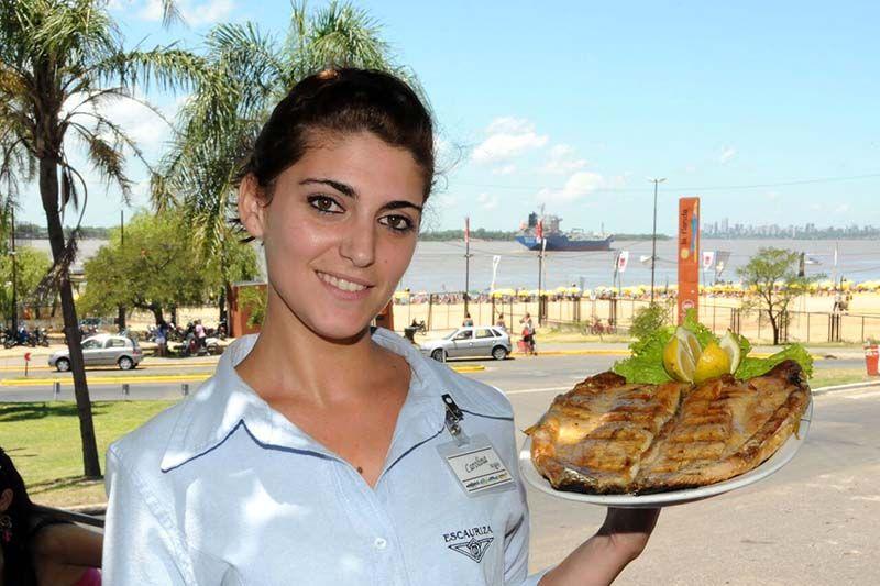 La gastronomia es uno de los puntos fuertes del paseo por la costa rosarina.