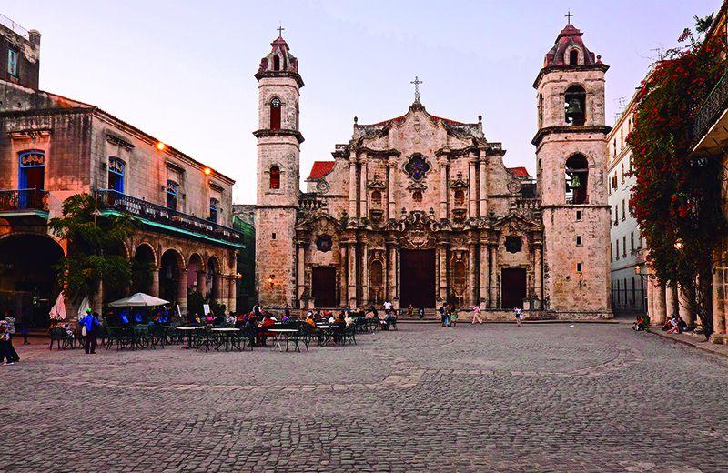 La original Catedral de La Habana sorprende por su belleza barroca.