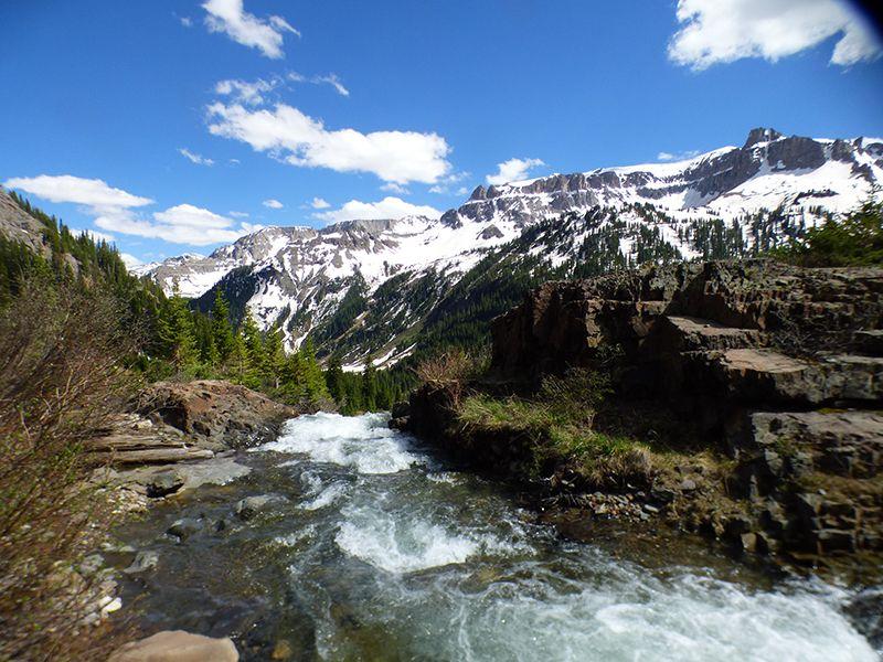 Los viajeros que llegan a Ouray pueden entrar en contacto con las montañas más agrestes.