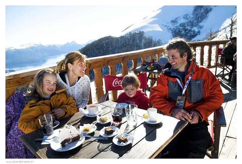La comida es un buen complemento de las actividades en la nieve.