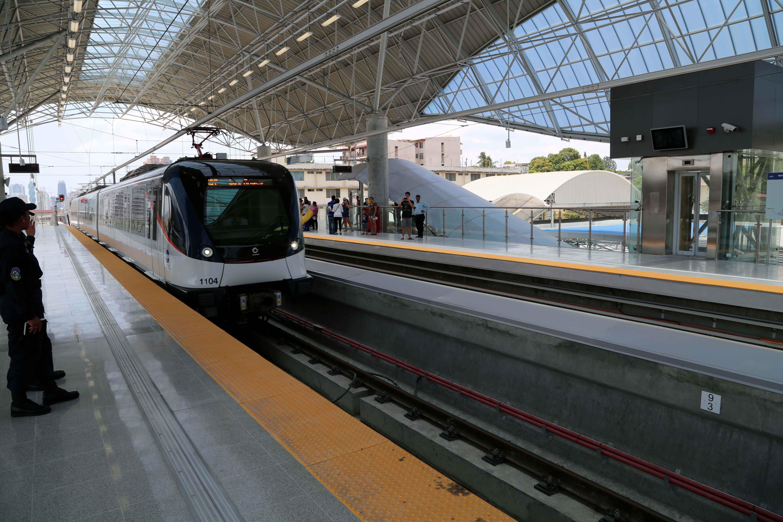 b64b31cde7534 El metro es ideal para transportarse por la ciudad.