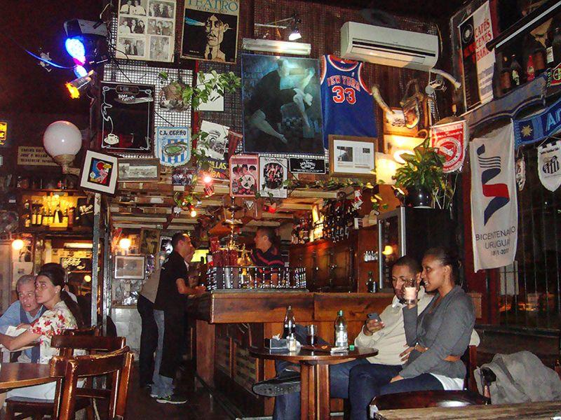 Hay muchos bares tradicionales donde palpar el espíritu bien local.
