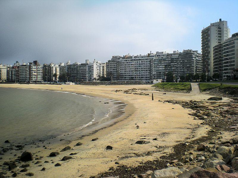 Montevideo mira al río. Aquí