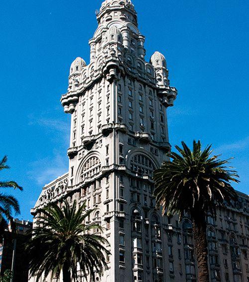 El Palacio Salvo fue creado por el mismo arquitecto que el Barolo: Mario Palanti.