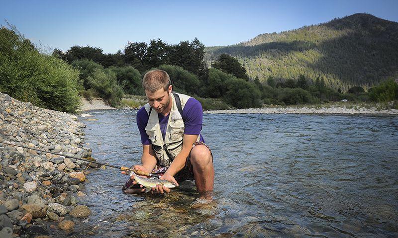 La pesca deportiva está muy difundida en la zona. Para practicarla es necesario obtener un permiso.