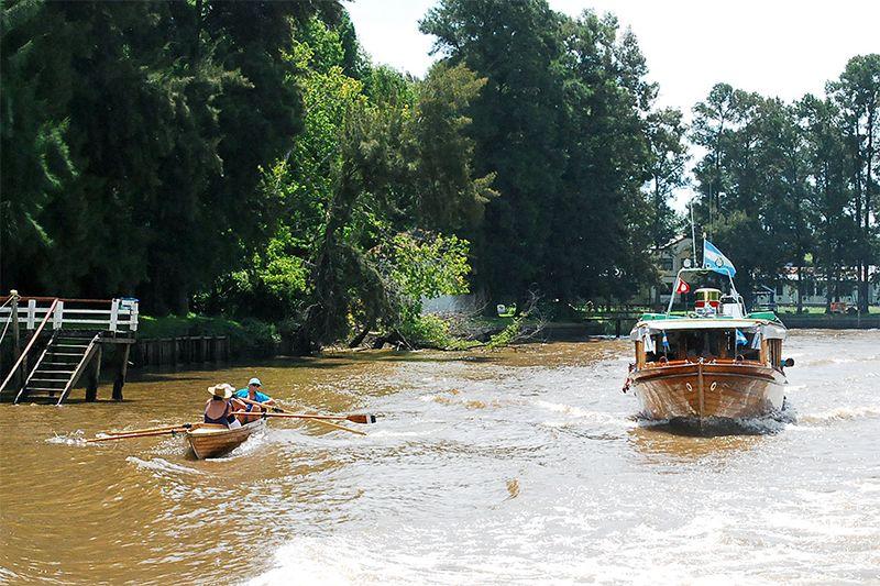 Al navegar por los brazos del río Luján se percibe el encanto de las típicas casas isleñas del Delta.