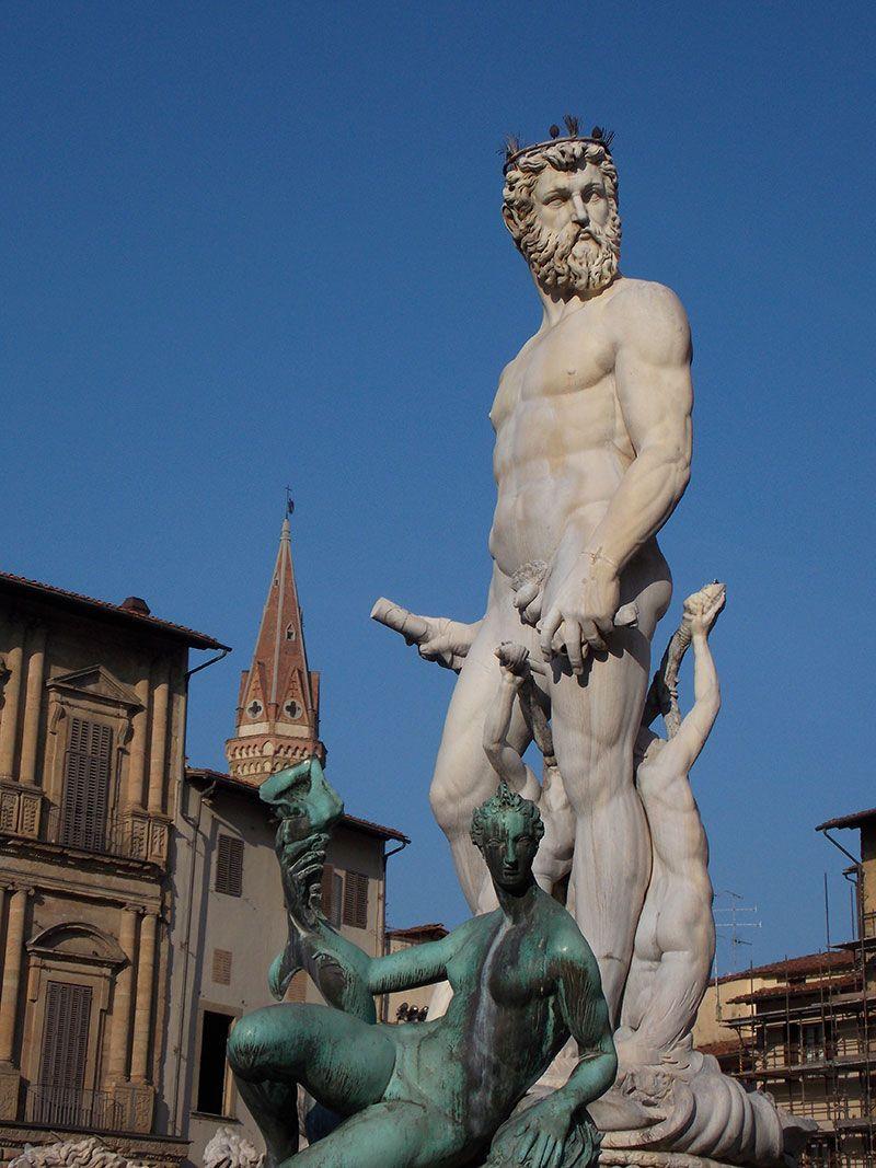 Las esculturas son una constante en las calles y rincones florentinos.