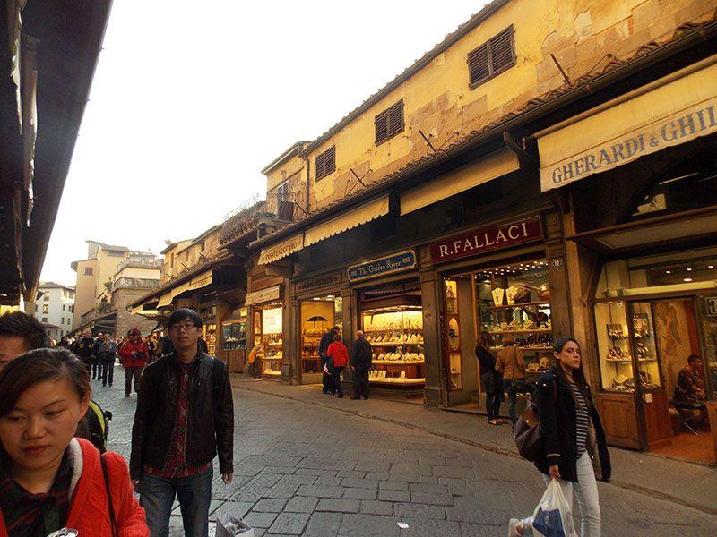 Calle interior del Ponte Vecchio