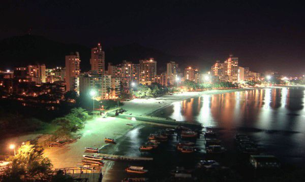 Vista nocturna de El Rodadero.