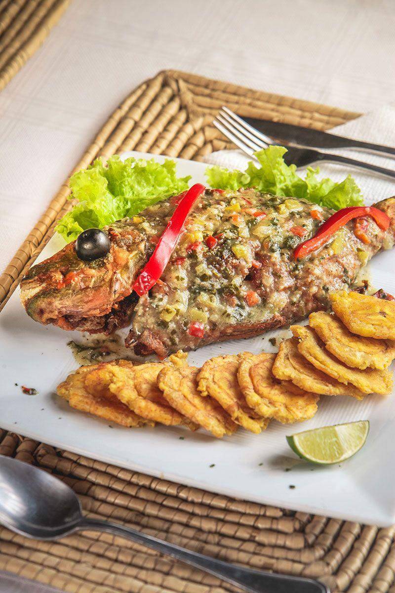 El pescado frito se sirve en los restaurantes de todo el país