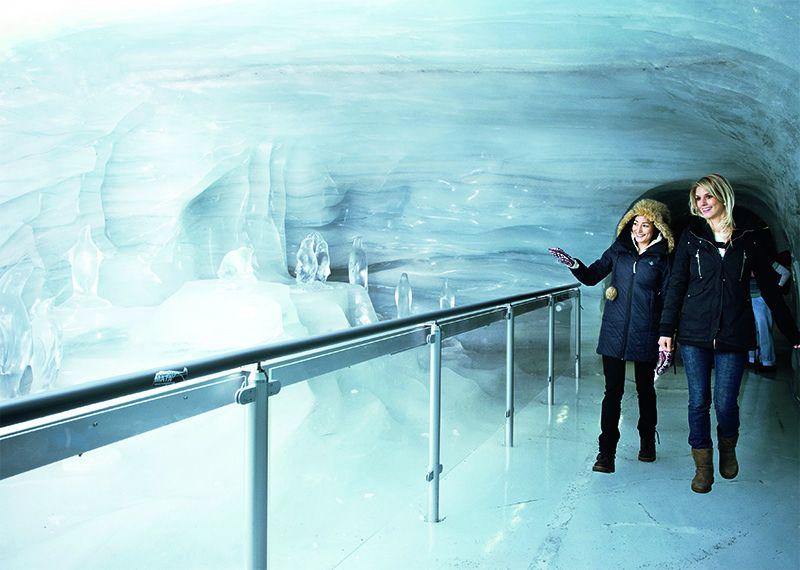 El Palacio de Hielo propone un fascinante recorrido por el corazón del glaciar Aletsch.