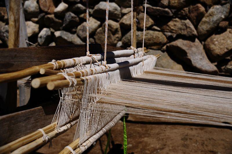 Una tejedora trabaja 60 días en su telar con la lana de vicuña.