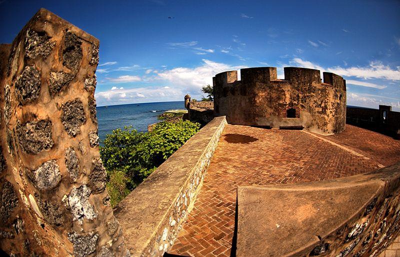 En el casco histórico se encuentra el Fuerte San Felipe
