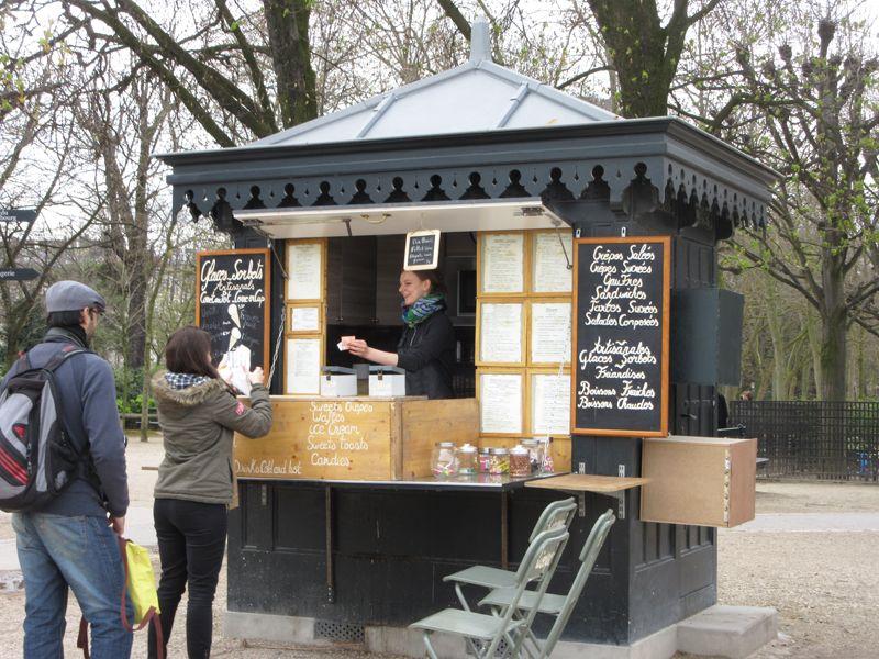 En el Luxemburgo hay varios kioskos gastronómicos alrededor de los cuales en el verano se organizan tertulias musicales.
