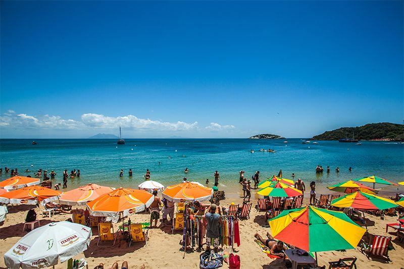 Las inconfundibles playas de Búzios: aguas cálidas y arenas doradas son el paraíso de los bañistas.