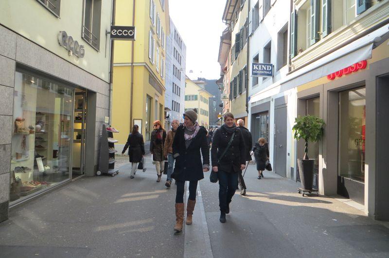 Relojes y chocolates son sólo algunas de los artículos que podemos encontrar haciendo compras en la bella Lucerna.