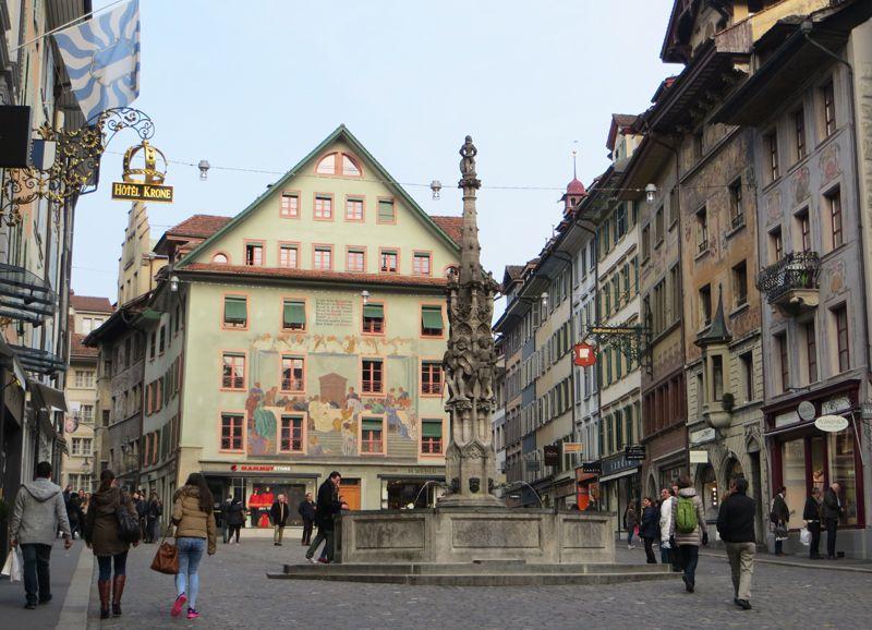 La Plaza Weirmarkt se destaca por su bella arquitectura.