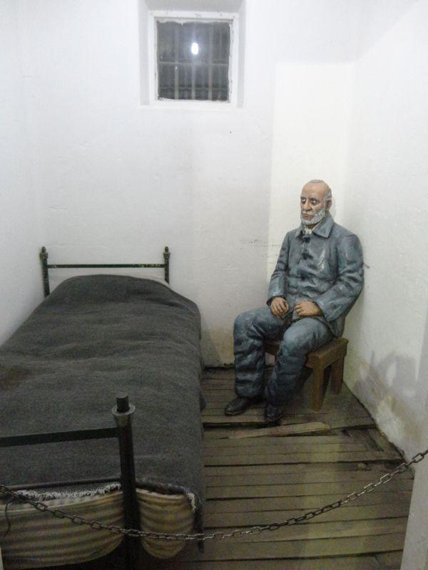 Las salas del presidio recrean la vida de algunos convictos célebres que pasaron allí varias temporadas.