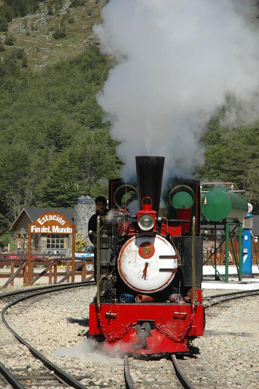 El paseo a bordo del tren del  Fin del Mundo es uno de los imperdibles de la ciudad.