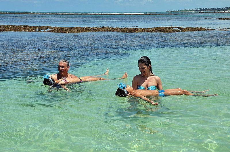 Pernambuco ofrece aguas transparentes y cálidas para que toda la familia disfrute de la playa.