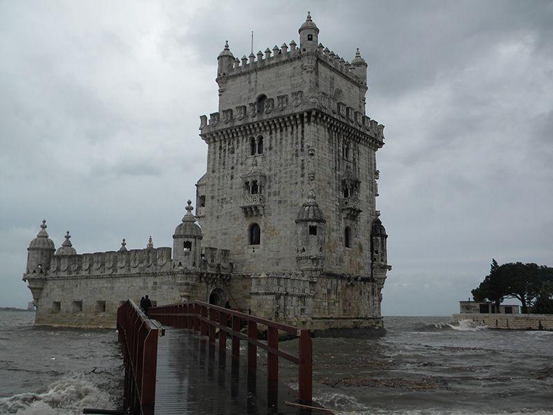 La famosa Torre de Belém es considerada uno de los emblemas turísticos más representativos de la capital portuguesa.