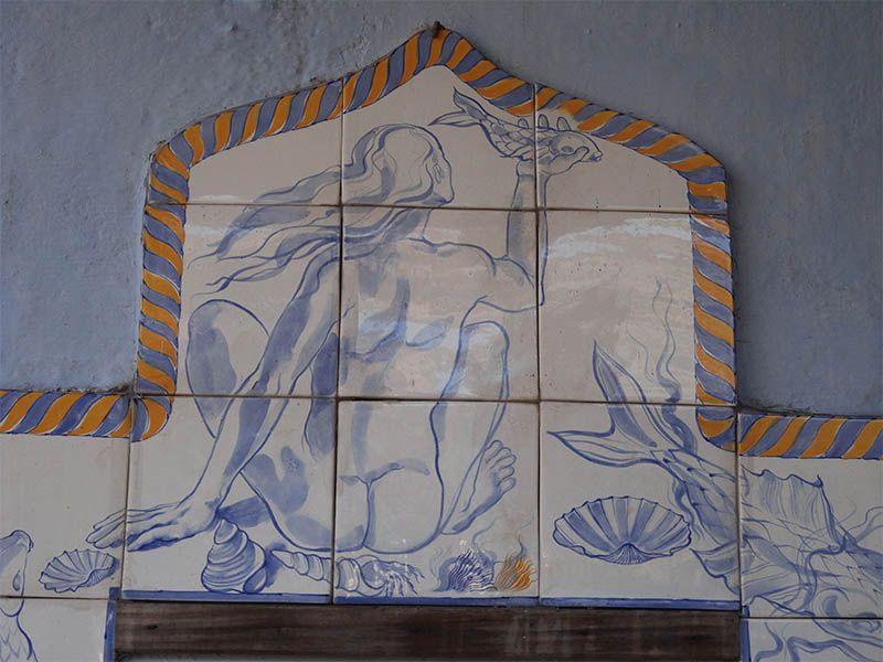 Los azulejos decorados son una pieza que se distigue en la arquitectura de la Colonia del Sacramento.